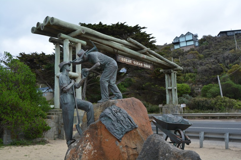 Great Ocean Road Memorial Arch Statue of workers in foreground